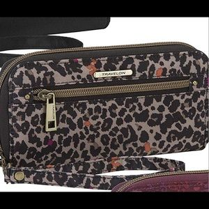 Travelon Women's RFID Wallet In Cheetah print